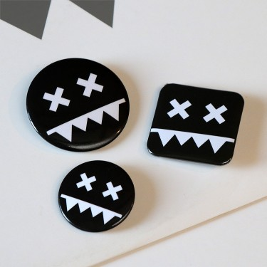 Eatbrain Pin Badges BLACK